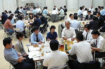 【09.06.25】経営理念づくりから始まった老舗企業の変革 ~70名の参加でとなみ野支部6月例会を開催!