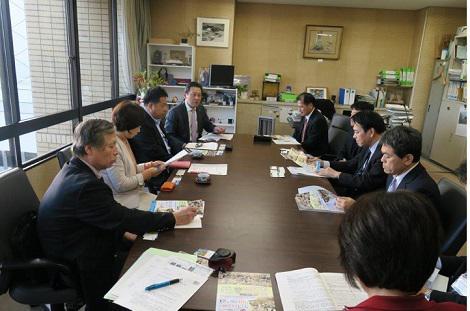 本年度県への政策、要望を提出、県商工労働部長との懇談会開催される!